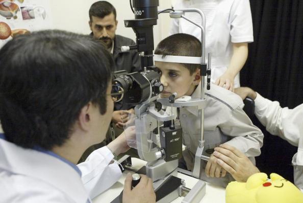 Tokai Region「Iraqi Boy Receives Eye Medication In Japan」:写真・画像(8)[壁紙.com]