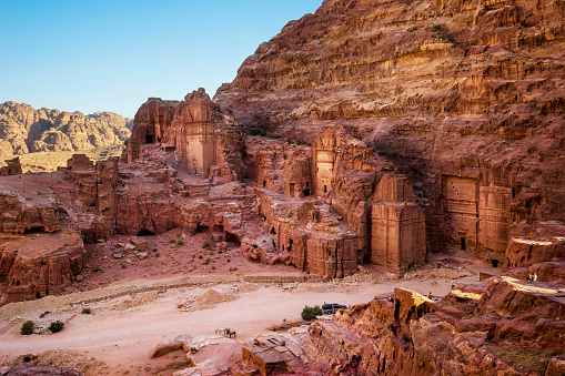 UNESCO「Street of Tombs and Temple Facades, including Uneishu Tomb, in Petra, Wadi Musa, Maan Governorate, Jordan」:スマホ壁紙(4)