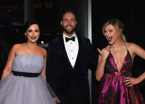Kelly public「The 50th Annual CMA Awards - Arrivals」:写真・画像(17)[壁紙.com]