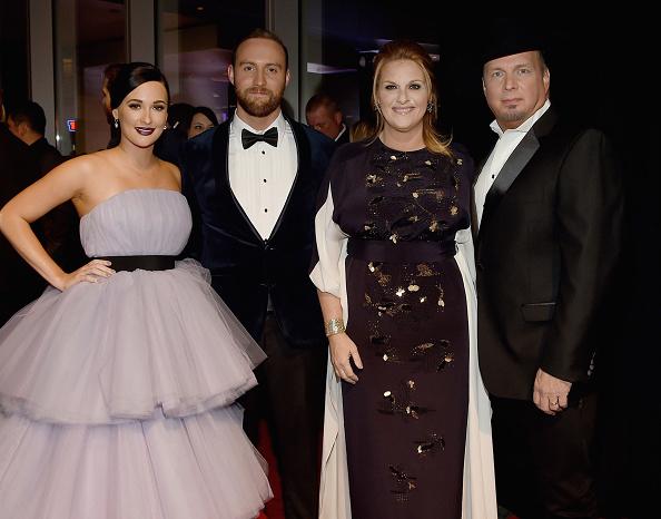 Kelly public「The 50th Annual CMA Awards - Arrivals」:写真・画像(16)[壁紙.com]