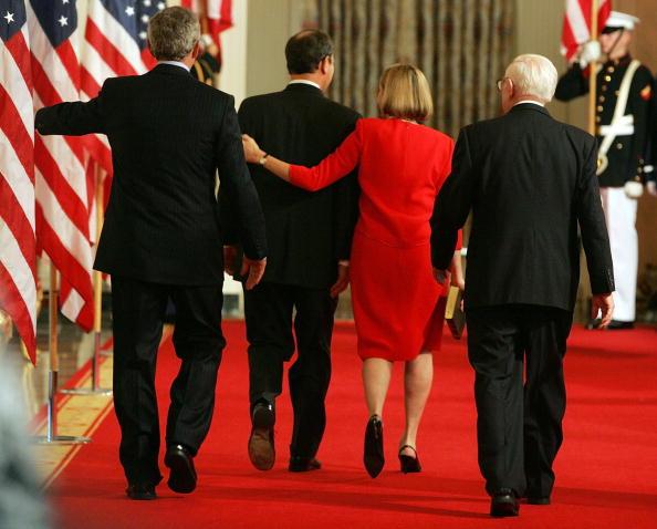 Human Arm「New Chief Justice John Roberts Is Sworn In」:写真・画像(3)[壁紙.com]