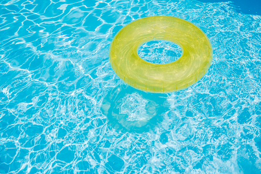 Tubing「Inflatable rubber ring in a swimming pool」:スマホ壁紙(7)