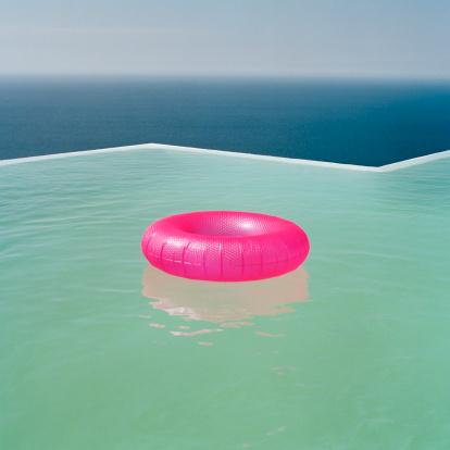 Tube「Inflatable Ring in Pool」:スマホ壁紙(3)