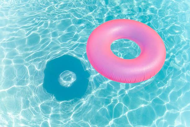 Inflatable Ring in Swimming Pool:スマホ壁紙(壁紙.com)