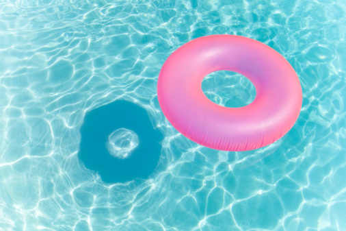 Tubing「Inflatable Ring in Swimming Pool」:スマホ壁紙(14)