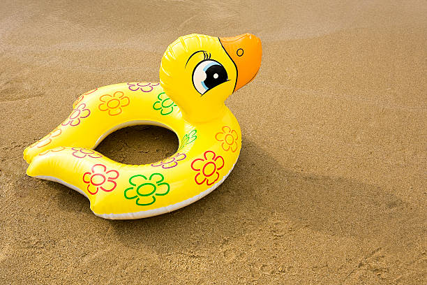 inflatable rubber duck:スマホ壁紙(壁紙.com)