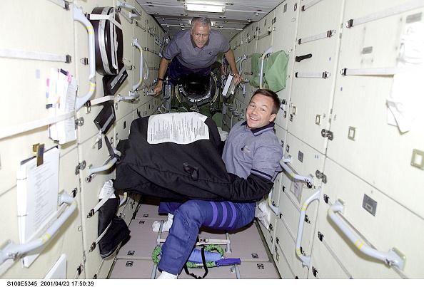International Space Station「STS-100 Crew Aboard ISS」:写真・画像(6)[壁紙.com]