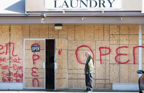 Strip Mall「Tense Ferguson, Missouri Awaits Grand Jury Findings In Shooting Of Michael Brown」:写真・画像(9)[壁紙.com]