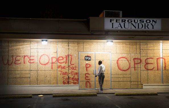 Strip Mall「Tense Ferguson, Missouri Awaits Grand Jury Findings In Shooting Of Michael Brown」:写真・画像(8)[壁紙.com]