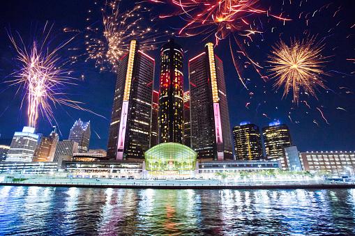 New Year「Detroit - Fireworks」:スマホ壁紙(13)