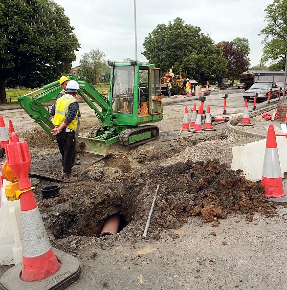 Construction Equipment「Mini excavator alongside pipe trench in carriageway with temporary road closure. A4251 Hemel Hempstead to Berkhamsted road refurbishment scheme, Hertfordshire, United Kingdom」:写真・画像(18)[壁紙.com]