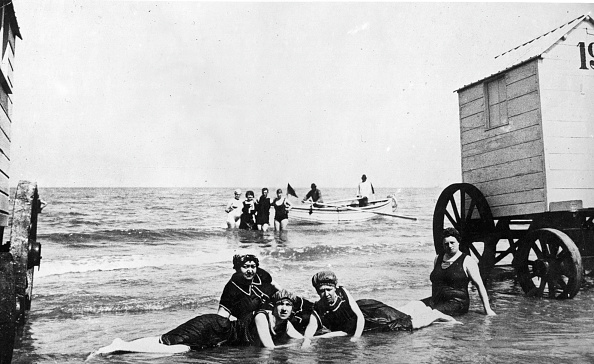 水着「Bathing At Ostende」:写真・画像(11)[壁紙.com]