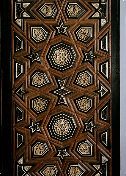 Full Frame「Door With Geometric Insets」:写真・画像(8)[壁紙.com]