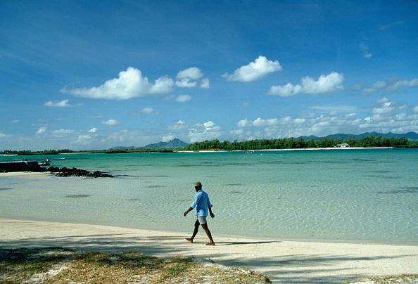 Copy Space「Lone Walker on the Beach, Mauritius」:写真・画像(19)[壁紙.com]