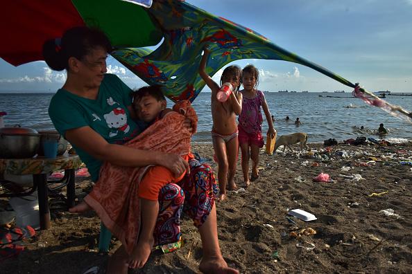 Close To「Filipinos Slum Dwellers Risk Rising Waters At Manila's Coast」:写真・画像(19)[壁紙.com]