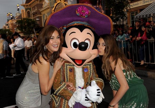 ミッキーマウス「Premiere Of Walt Disney Pictures' 'Pirates Of The Caribbean: On Stranger Tides' - Red Carpet」:写真・画像(19)[壁紙.com]