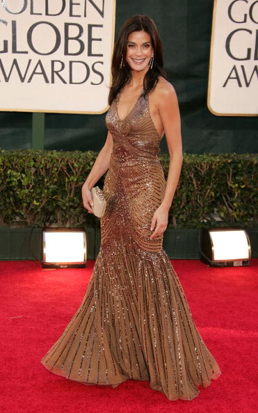 Halter Top「The 63rd Annual Golden Globe Awards - Arrivals」:写真・画像(9)[壁紙.com]