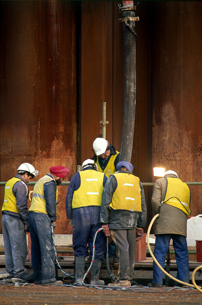 Yellow「Asian workers are allowed not to wear hard hat on site because of their religious beliefs」:写真・画像(9)[壁紙.com]