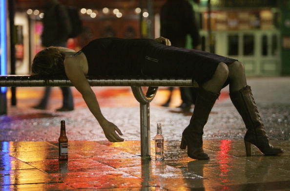 Drinking「Pubs And Clubs in England and Wales Prepare For New Licensing Laws」:写真・画像(4)[壁紙.com]