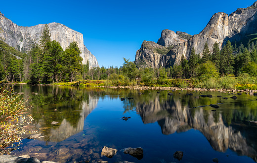 Riverbank「Yosemite National Park river reflection. California. USA」:スマホ壁紙(6)