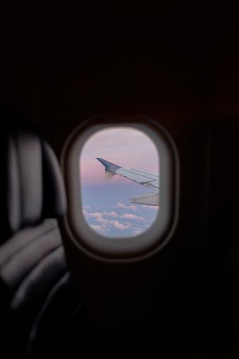 Focus On Background「Airplane window in flight」:スマホ壁紙(17)