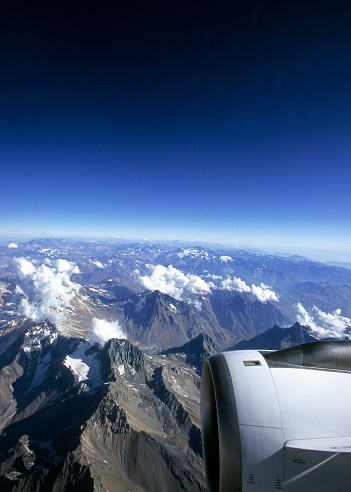 アコンカグア山「Airplane wing flying over the Andes Cordillera, Chile」:スマホ壁紙(13)