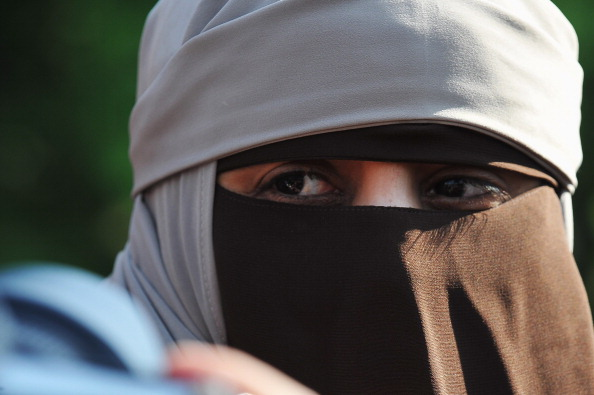 Nikab「Demonstration To Protest Against The Ban Of Full-Face Veil In Public Places」:写真・画像(5)[壁紙.com]