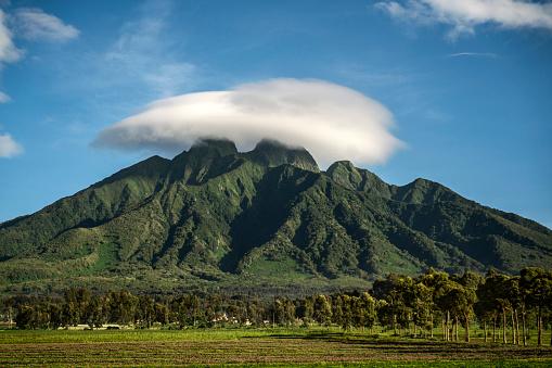 Volcanic Landscape「Landscape of Sabyinyo Mountain」:スマホ壁紙(13)