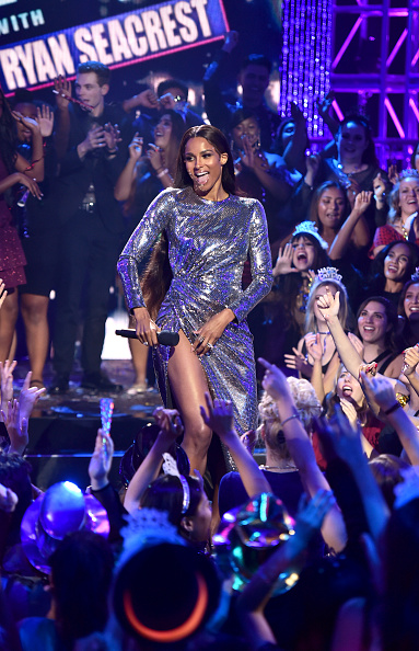 New Year「Dick Clark's New Year's Rockin' Eve with Ryan Seacrest 2020 - Hollywood Party Performances」:写真・画像(13)[壁紙.com]