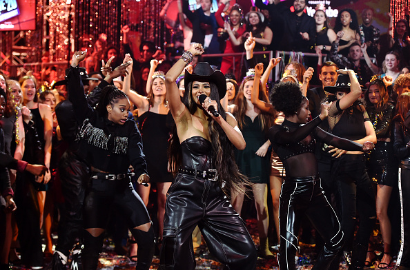 New Year「Dick Clark's New Year's Rockin' Eve with Ryan Seacrest 2020 - Hollywood Party Performances」:写真・画像(11)[壁紙.com]
