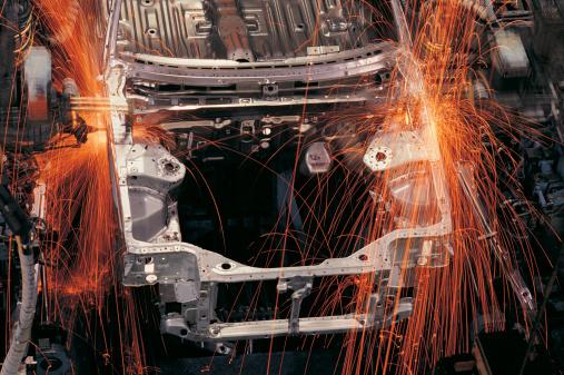 Welding「Robots assembling cars on production line」:スマホ壁紙(18)