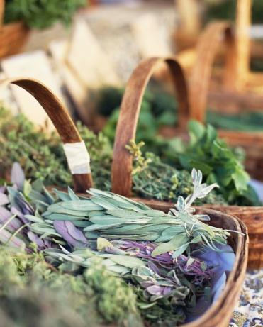 Thyme「Baskets of herbs at farmer's market」:スマホ壁紙(14)