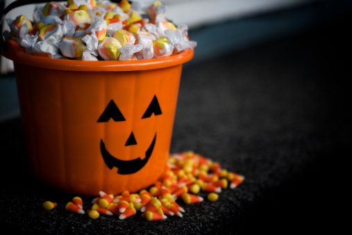 Bucket「Bucket of Halloween Candy with Jack o Lantern, Copy Space」:スマホ壁紙(9)