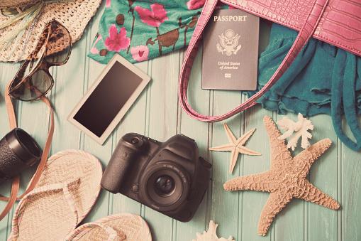 Flip-Flop「Summer vacation items arranged in knolling pattern.」:スマホ壁紙(19)
