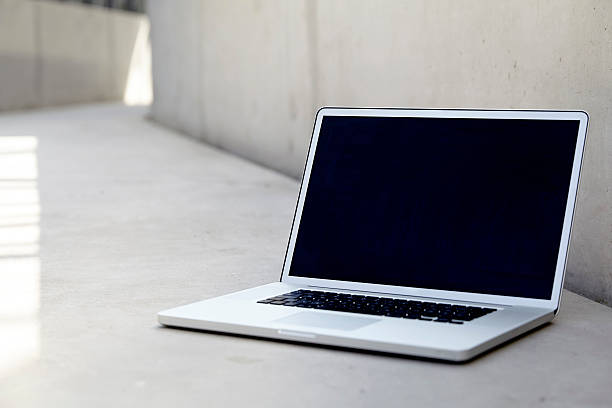 Laptop on concrete floor:スマホ壁紙(壁紙.com)