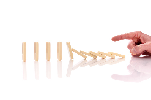 Leisure Games「Domino effect, man's hand pushing domino pieces, isolated on white」:スマホ壁紙(18)