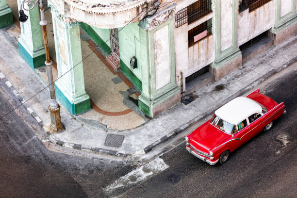 Red Car in Havana:スマホ壁紙(壁紙.com)