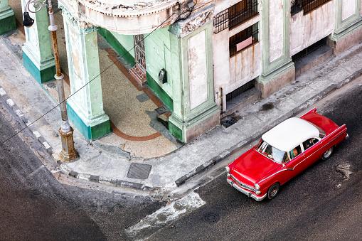 Corner「Red Car in Havana」:スマホ壁紙(13)
