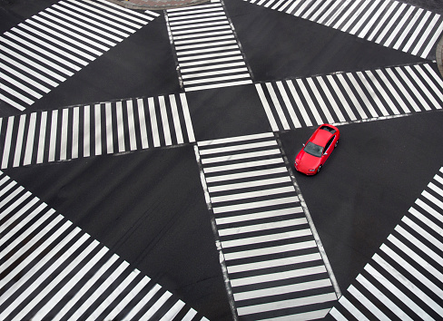 Ginza「Red car in intersection」:スマホ壁紙(1)