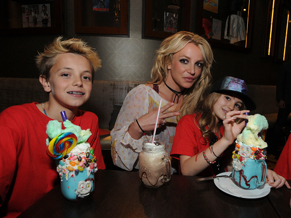 Son「Britney Spears Enjoys A Family Outing At Planet Hollywood Disney Springs」:写真・画像(2)[壁紙.com]