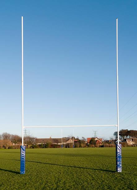 Rugby goalpost in park:スマホ壁紙(壁紙.com)
