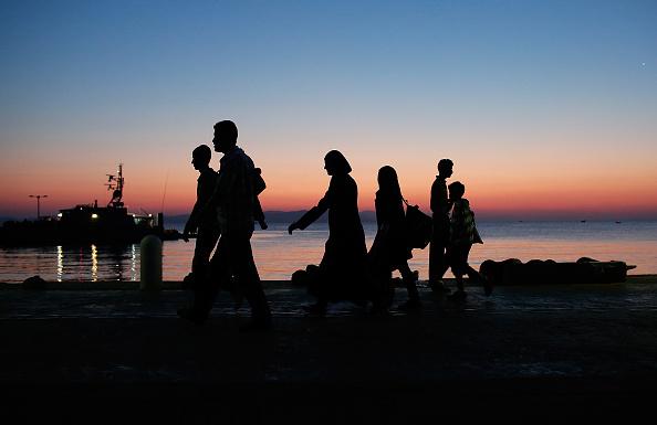 Dawn「Migrants Begin Their Journey Through Europe In Kos」:写真・画像(10)[壁紙.com]