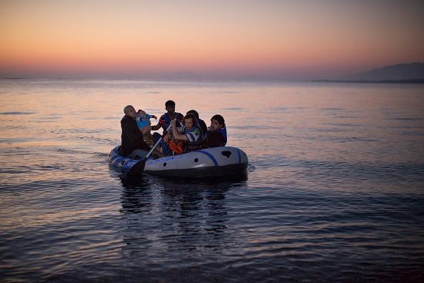 Dawn「Migrants Arrive On The Beaches Of Kos In Greece」:写真・画像(15)[壁紙.com]