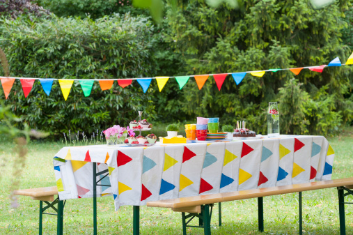 Decoration「Table in garden on a birthday party」:スマホ壁紙(0)