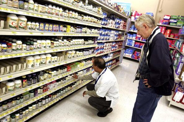 Finance「Wal-Mart Announces Large Cut In Generic Prescription Drug Prices」:写真・画像(2)[壁紙.com]