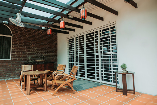 Ceiling Fan「Relaxation place on top of the house with nice simple decoration, big space, gathering」:スマホ壁紙(13)