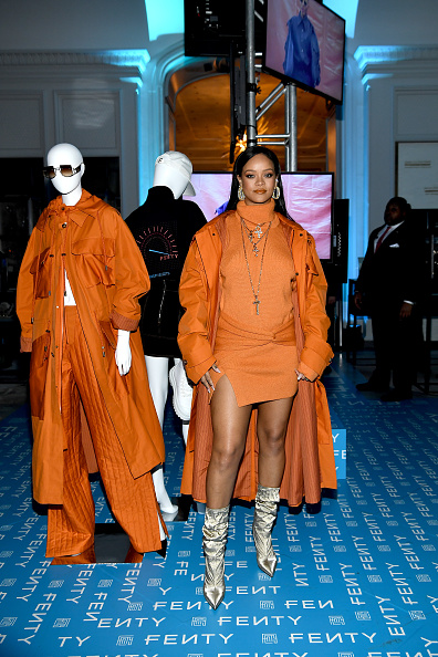 Launch Event「Robyn Rihanna Fenty And Linda Fargo Celebrate The Launch Of FENTY At Bergdorf Goodman」:写真・画像(8)[壁紙.com]