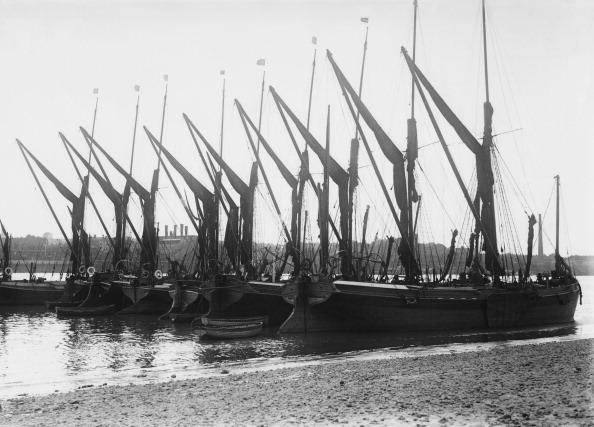 テムズ川「Sailing Barges At Greenwich」:写真・画像(1)[壁紙.com]