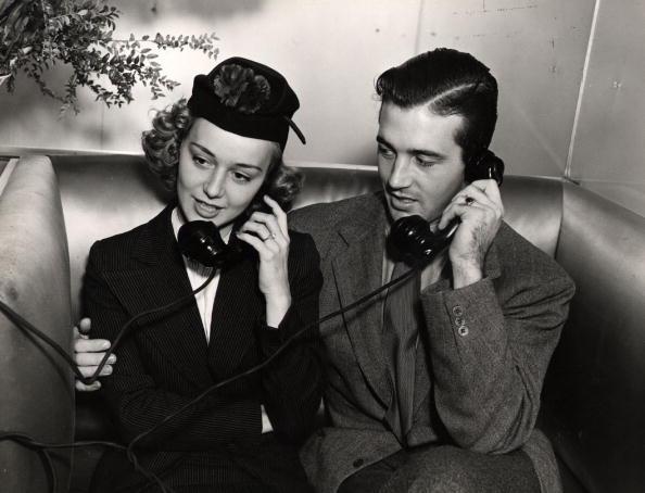 Using Phone「Anne Shirley」:写真・画像(5)[壁紙.com]