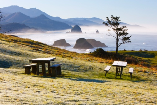 Cannon Beach「sunrise and morning fog add beauty to cannon beach and haystack rock from ecola state park」:スマホ壁紙(5)